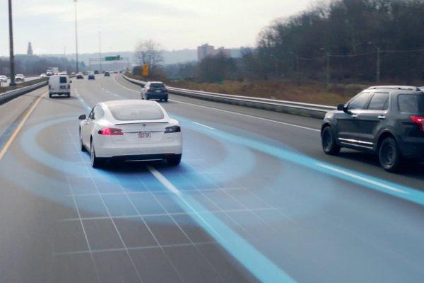 В Швеции создана дорога для зарядки электрокаров на ходу