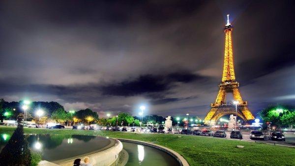 В Париже закрыли проход к Эйфелевой башне
