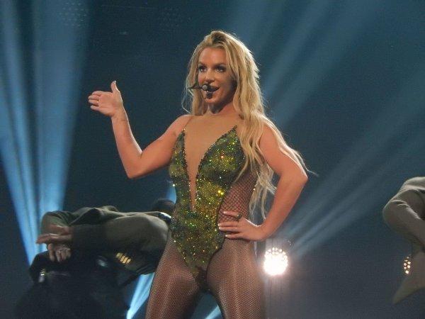 Бритни Спирс застали за страстным танцем с её бойфрендом