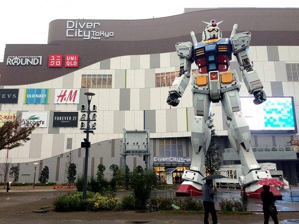 В Японии любитель аниме создал 8,5-метрового робота
