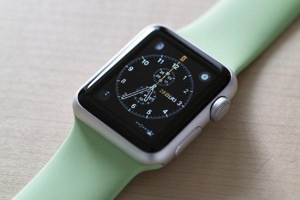 Apple бесплатно починит или заменит аккумуляторы часов Apple Watch Series 2