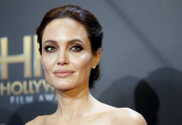 Анджелину Джоли госпитализировали после обморока