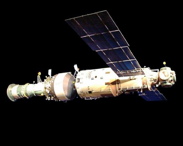 Уфологи: Космонавты регулярно замечают следы внеземной жизни