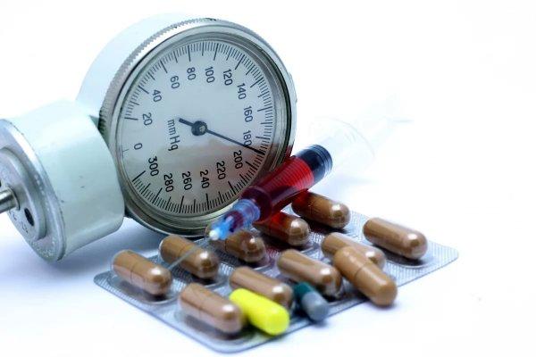 Соль, сауны и алкоголь: Ученые назвали главные факторы повышения артериального давления