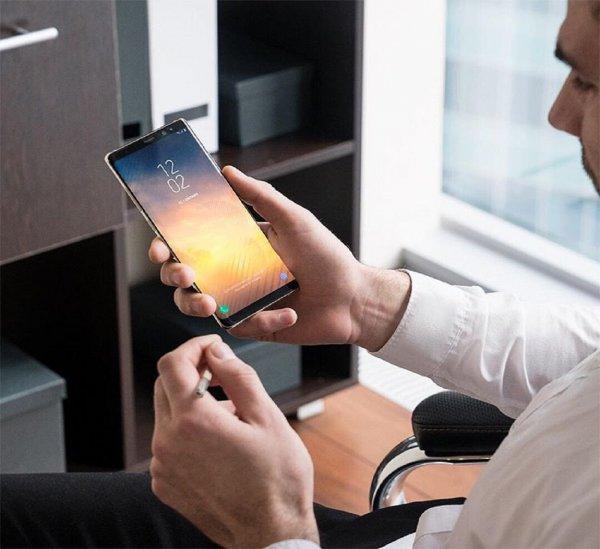 "Samsung ""украл"" вырез в экране смартфона у iPhone X"