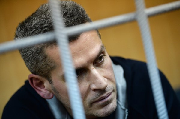 """Мосгорсуд не выпускает из СИЗО совладельца группы """"Сумма"""" Зиявудина Магомедова"""