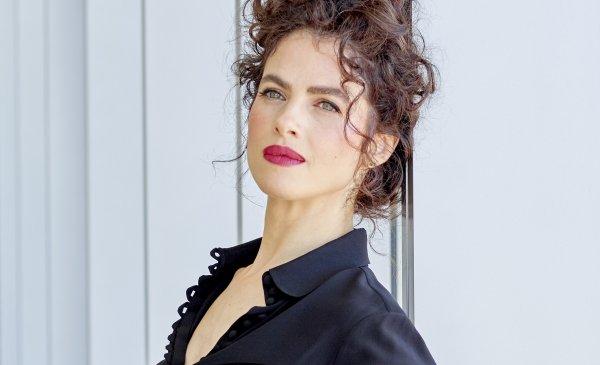 Новую возлюбленную Брэда Питта обвинили в копировании фирменного стиля Анджелины Джоли