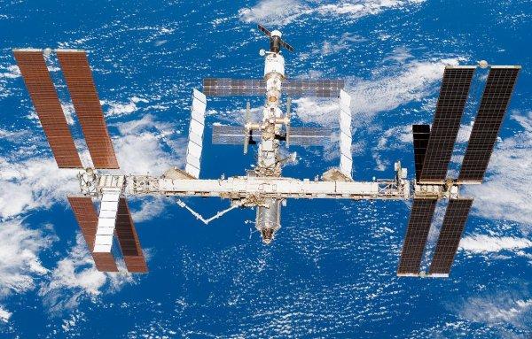 Странный объект пролетел рядом с МКС на огромной скорости