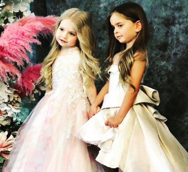 Лиза Галкина подружилась с дочкой Реввы на показе мод коллекции Юдашкина