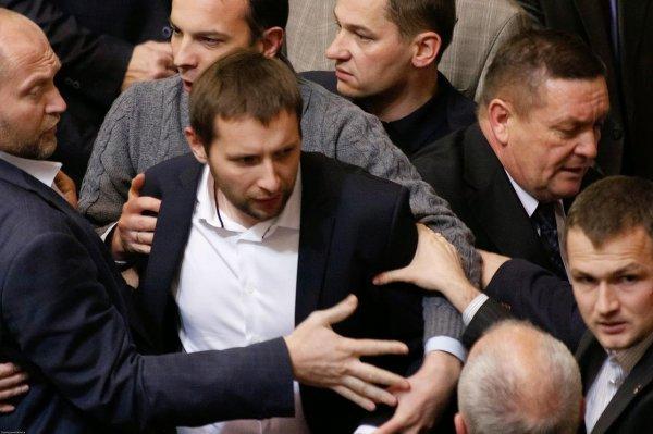 После эфира на украинском телевидении депутаты Рады подрались