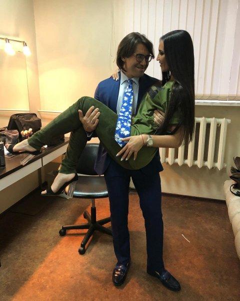 Малахов может лишиться работы на телевидении за эфир с Бузовой