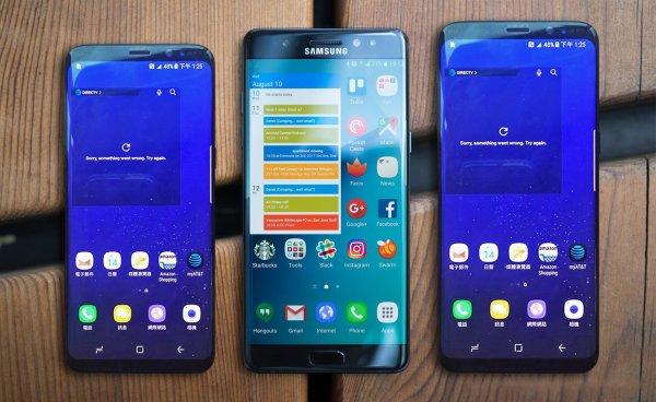 За покупку Galaxy Note 8, S8 и S8+ Samsung дарит беспроводное зарядное устройство