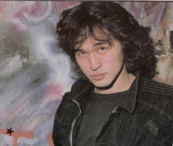 Отец Виктора Цоя вернул себе права на песни сына через суд
