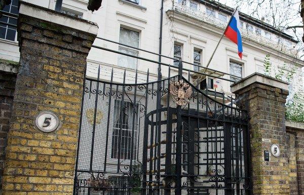 Посольство РФ: В кровь Юлии Скрипаль могли ввести химическое вещество