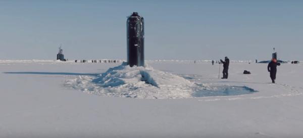 Пробивающую арктический лед американскую субмарину сняли на камеру