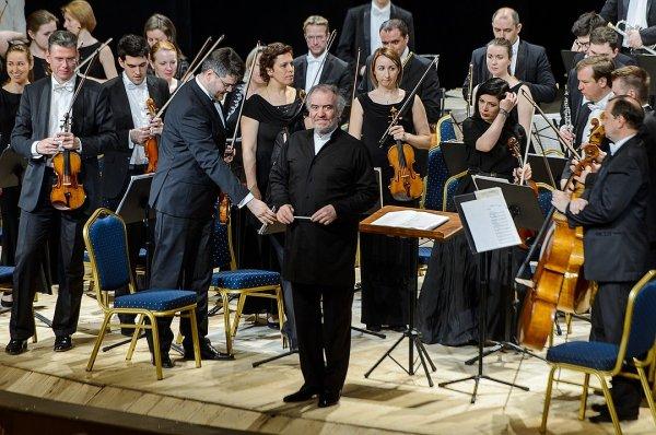 Оркестр Мариинского театра сыграл концерт в память жертв «Зимней вишни»