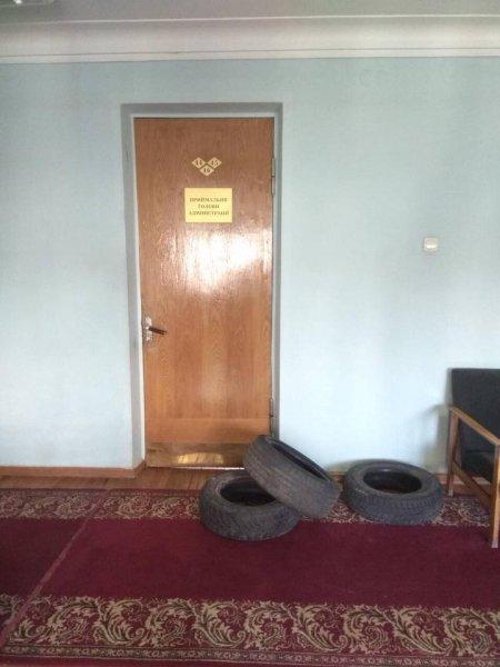 В Харькове бывший депутат городского совета захватил здание районной администрации