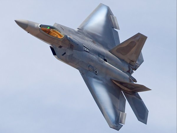 ВВС США рассказали об особой роли истребителя F-22 во время удара по Сирии