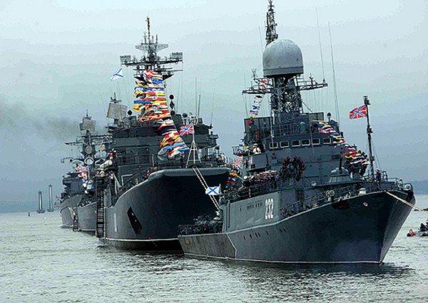 Въезда в Кронштадт в День ВМФ ограничат, а число мест для зрителей парада увеличат