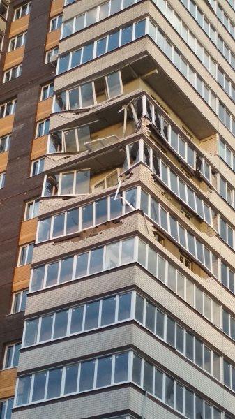 Ураганный ветер снес несколько балконов новой многоэтажки в Обнинске