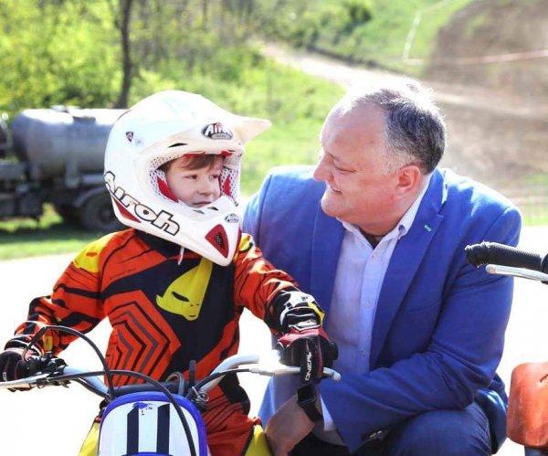 Президент Молдовы Игорь Додон посетил Чемпионат Центральной Европы по мотокроссу