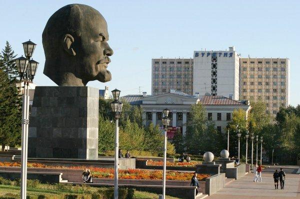 В Улан-удэ Ленину устроили «головомойку»