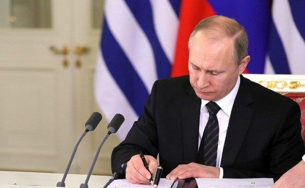 Путин предоставил возможность 40 иностранцам стать гражданами России