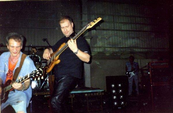 Умер бывший бас-гитарист