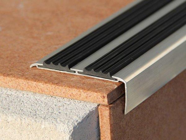 Накладки для лестниц как эффективная защита от грязи и скольжения