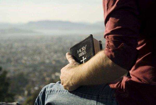 Библию в GQ включили в список книг, которые не нужно читать