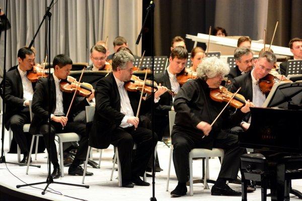 Оркестр Гергиева отыграл концерт на шести