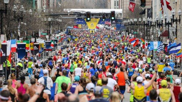 Парализованный британец за 26,5 часов преодолел Лондонский марафон