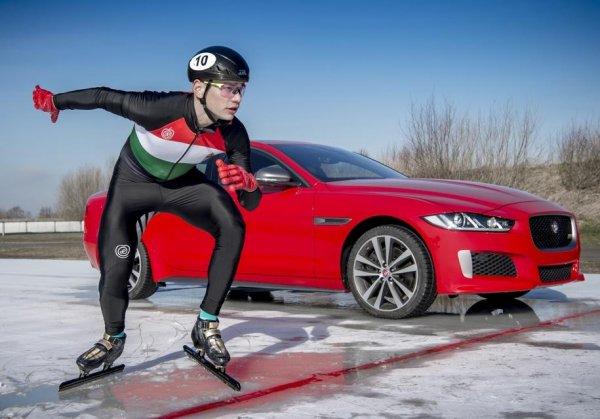 Jaguar XE Sport 300 сразился на льду с конькобежцем Шаолинем Шандор Лю