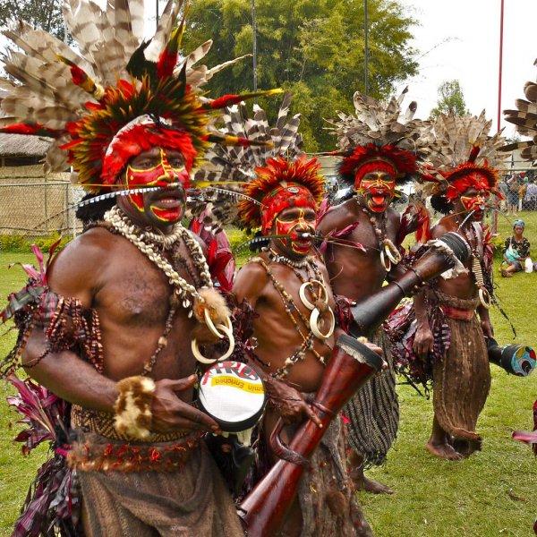 Аборигены Новой Гвинеи носили кинжалы из человеческой кости для социального статуса