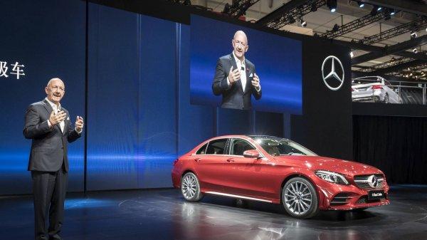 Mercedes-Benz представил удлинённый седан C-Class L