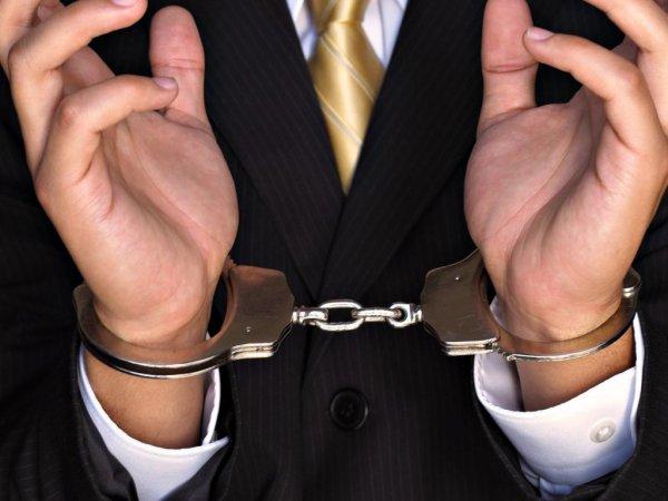 Двоих депутатов в Якутии подозревают в получении взятки
