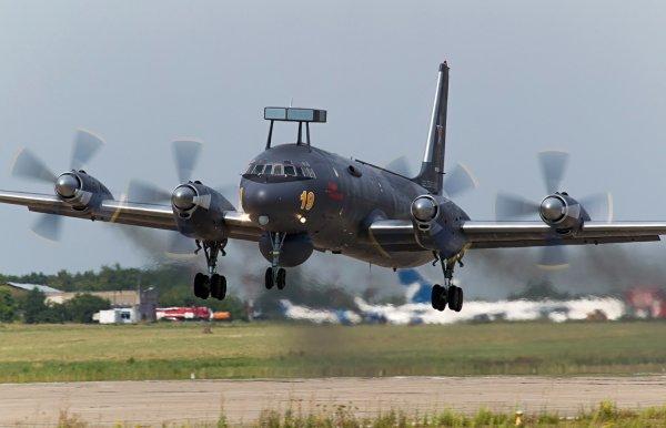 В аэропорту «Жуковский» самолет Ил-38 совершил успешную посадку без шасси