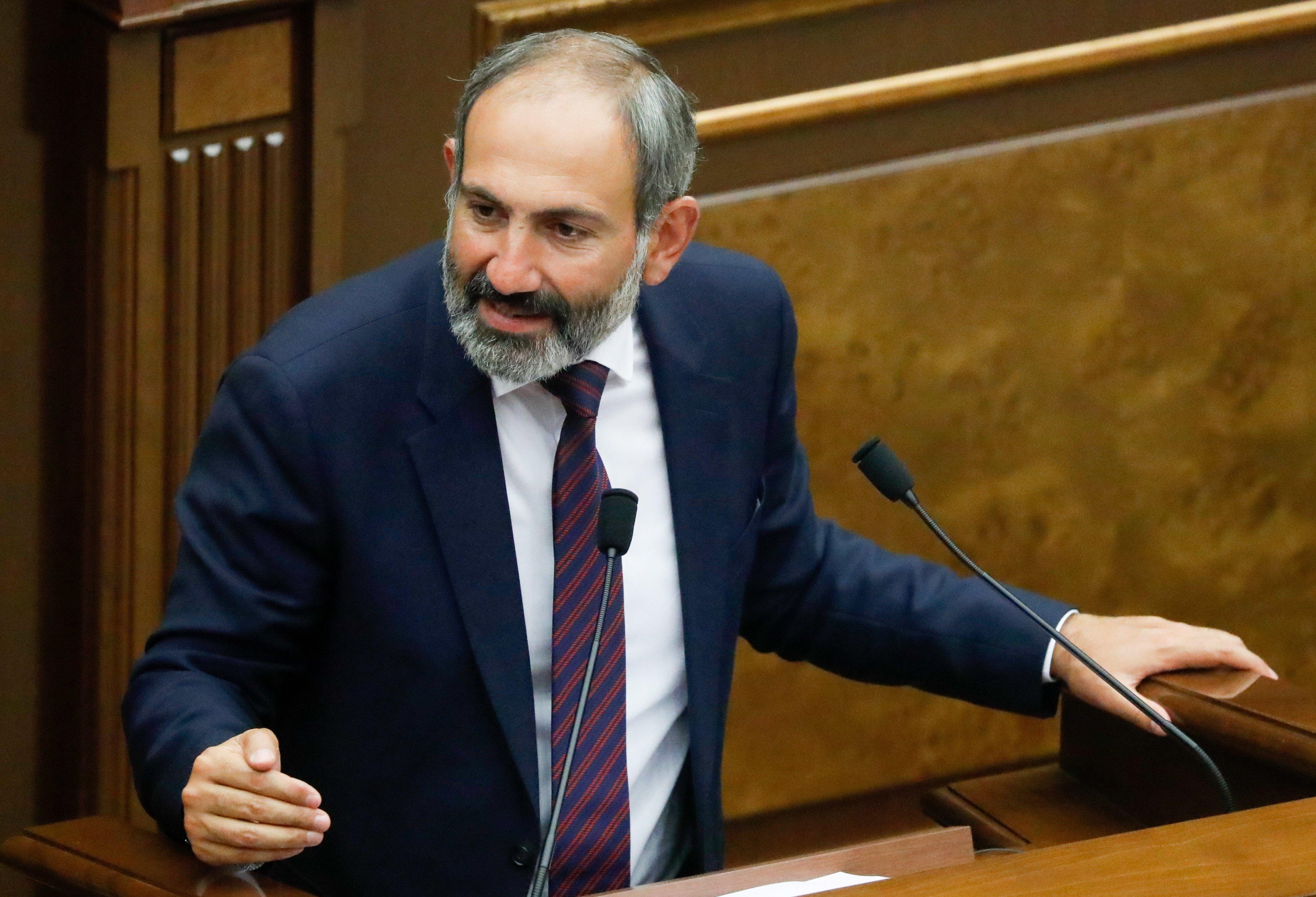 Как протестующие вАрмении перекрыли все улицы, метро ижелезную дорогу
