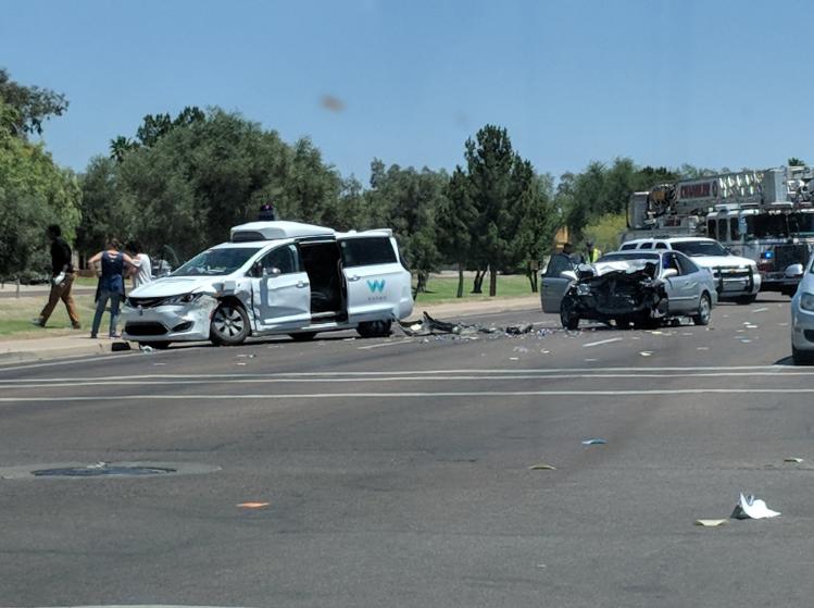 ВАризоне самоуправляемый автомобиль Waymo попал в трагедию