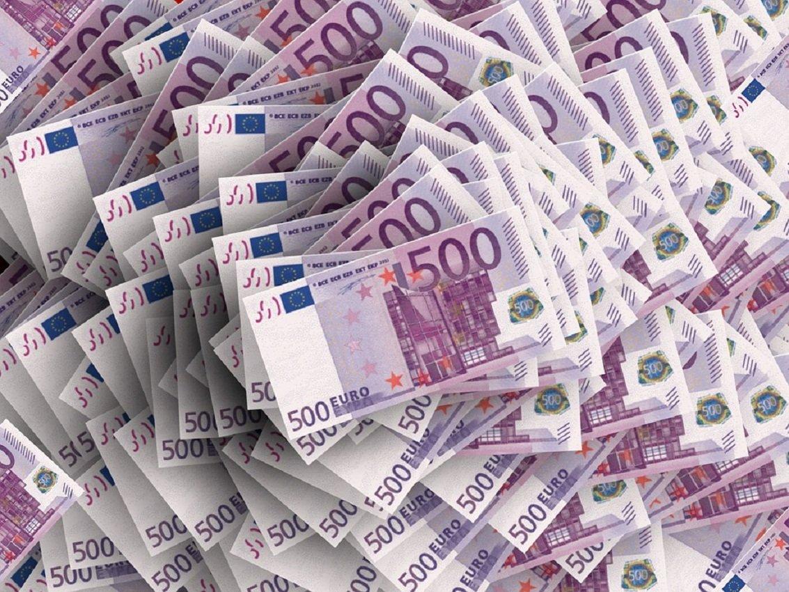 После четырёхмесячного роста курс евровалюты относительно тенге в октябре снизился на 1,4%