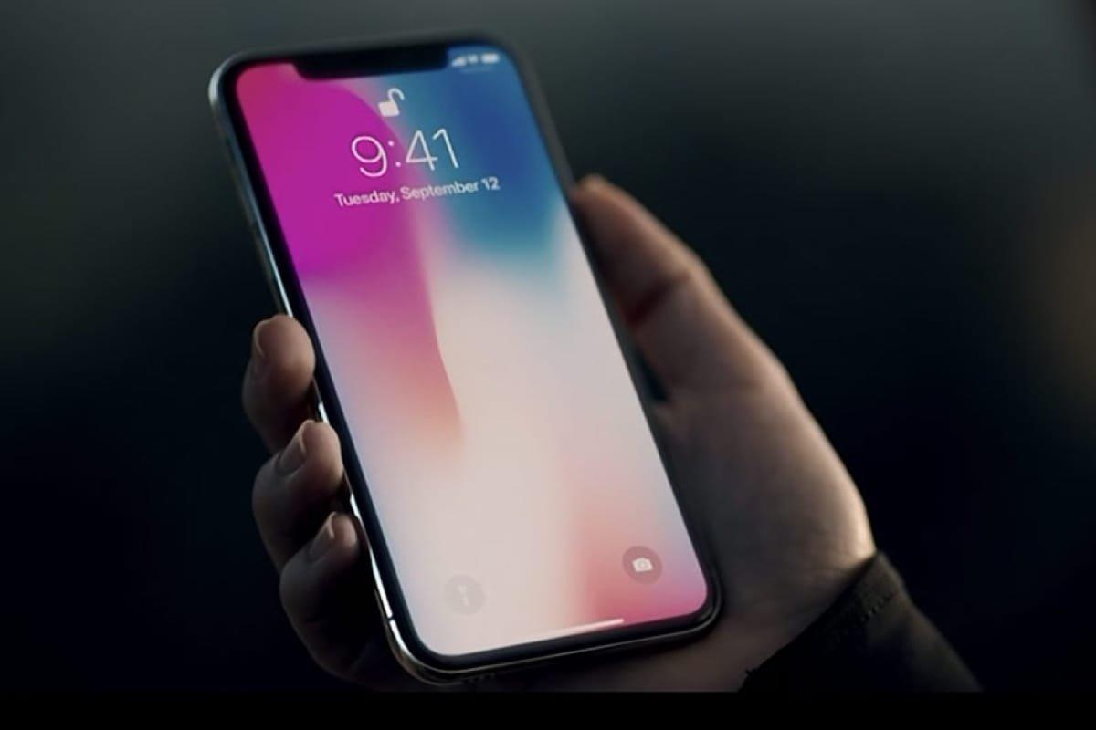 Apple приступила кбесплатной замене iPhone Xспроблемным FaceID