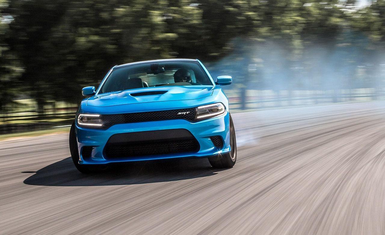 Седан Dodge Challenger SRT Hellcat собновлениями заметили натестах