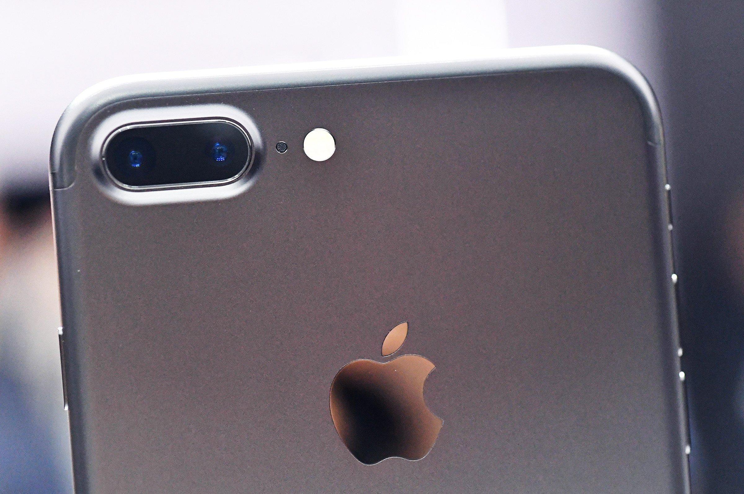 Новый IPhone научат делать сразу две фотографии