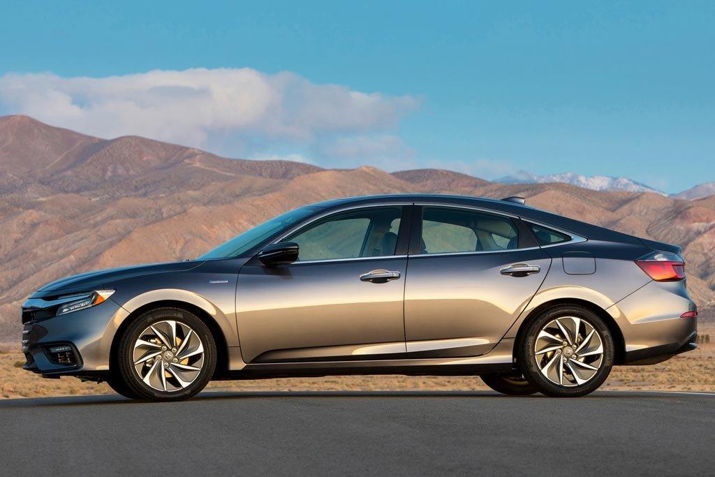 Новый гибридный седан Honda Insight отправился наконвейер class=