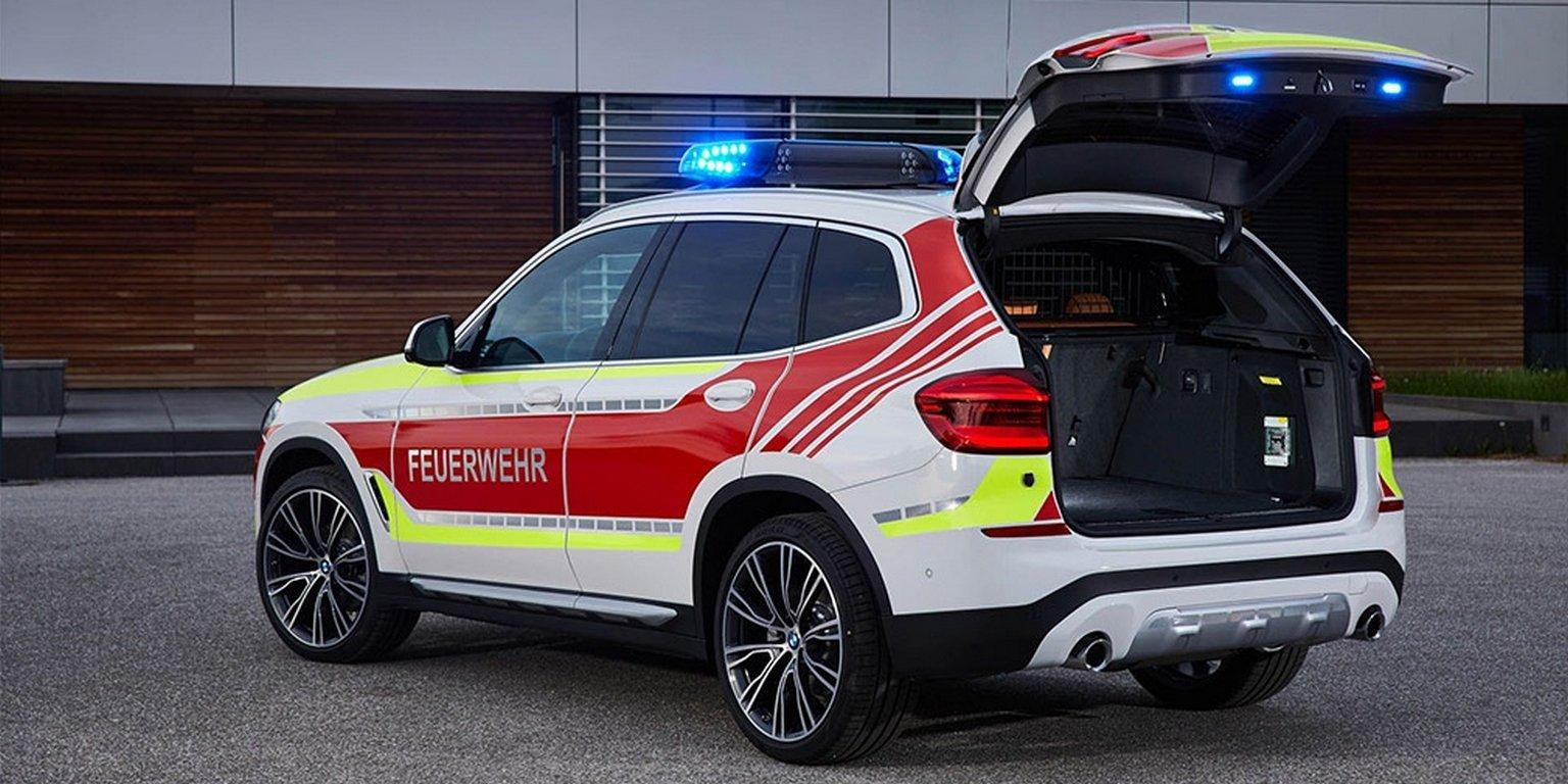 BMW представила пожарный X3 и MINI для полиции
