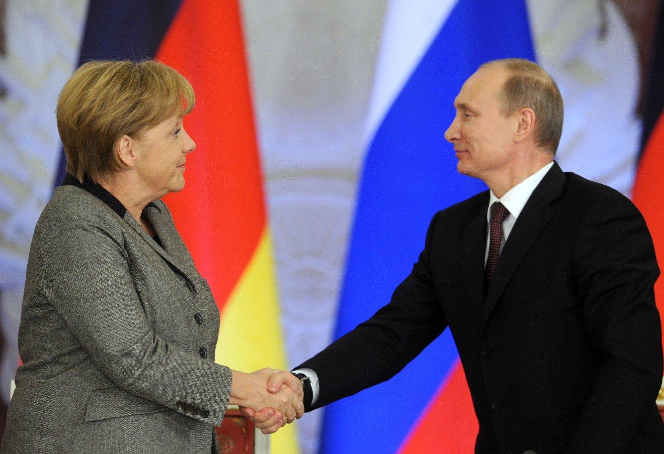 Путин продемонстрировал Меркель, кто хозяин наполитической арене