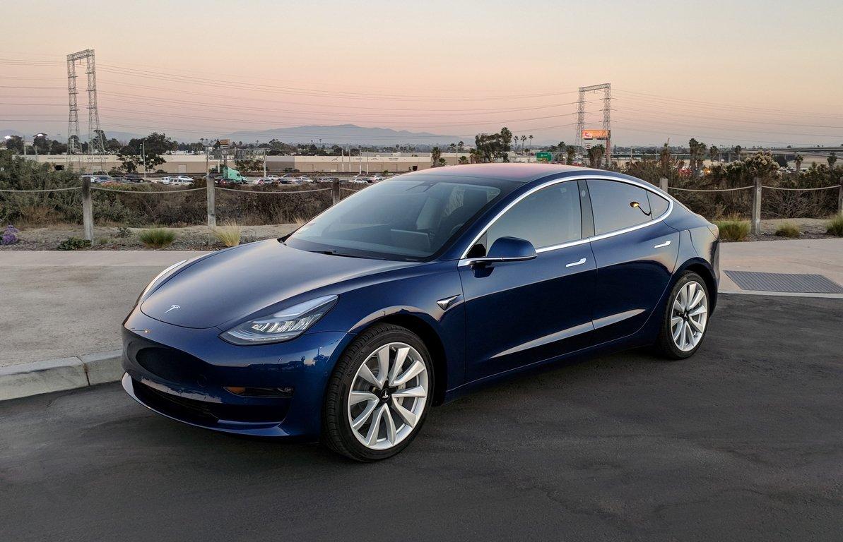Илон Маск после негативных оценок сделает лучше  характеристики Tesla Model 3