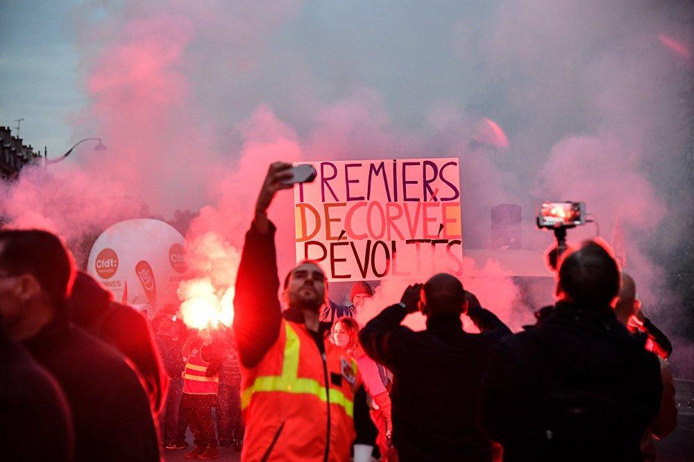 250 тыс. человек вышли намитинги протеста воФранции