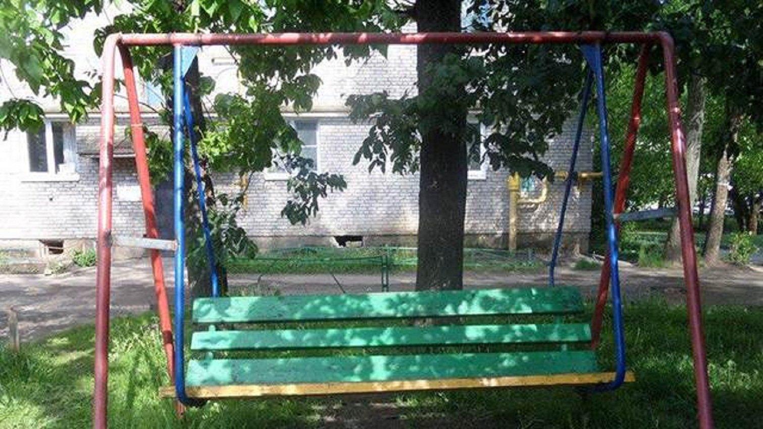 ВПсковской области после смерти 8-летнего ребенка заварили десятки качелей