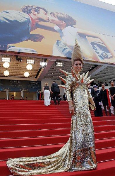 Лена Ленина поразила Каннский фестиваль нарядом «ежа»